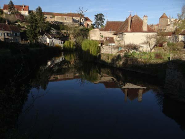 130423 25614 FR Semur-en-Auxois, River Armancon
